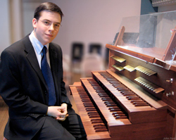 Feddeck-at-organ